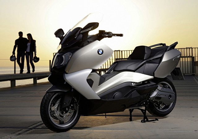 2013-bmw-c650gt-the-premium-maxi-scooter-1080p-1