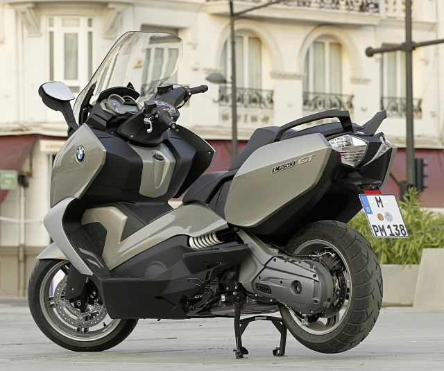 2013-bmw-c650gt-the-premium-maxi-scooter-1080p-2