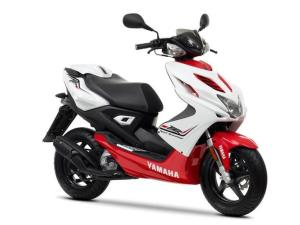 2013-Yamaha-Aerox-R-EU-Absolute-White-AccessorizedStudio-001
