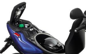 2013-Yamaha-Aerox-R-EU-Absolute-White-Detail-007