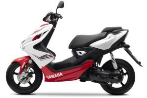 2013-Yamaha-Aerox-R-EU-Absolute-White-Studio-006